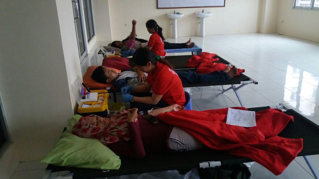 Donor Darah Prodi PPKN Tutup Acara Gebyar PKN